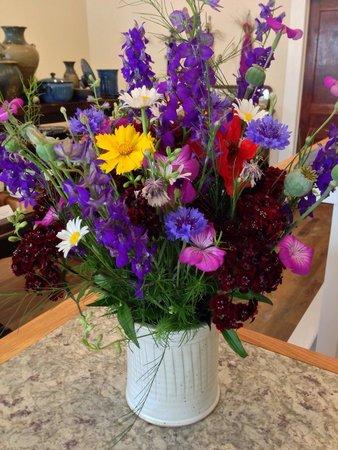 Hamilton Williams Gallery & Studio : Beautiful utensil holder makes a great flower vase too.