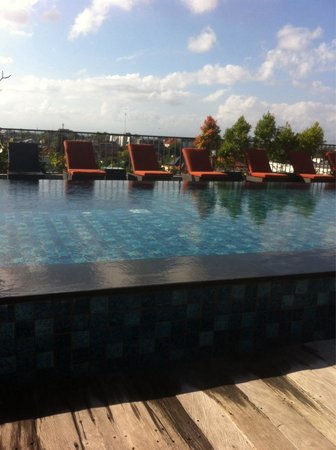 Sun Island Hotel & Spa: 4th floor pool, great for getting a tan and cooling off