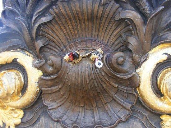 Fat Tire Tours Paris: Locks of Love