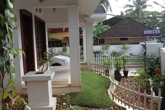 Homested Cochin: Lawn