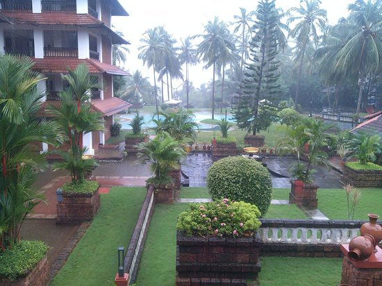 The Raviz Resort & Spa, Kadavu: the lawn