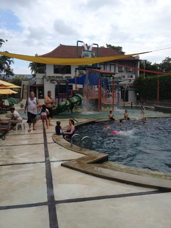 Bali Dynasty Resort Hotel: 1/2 of kids play area.