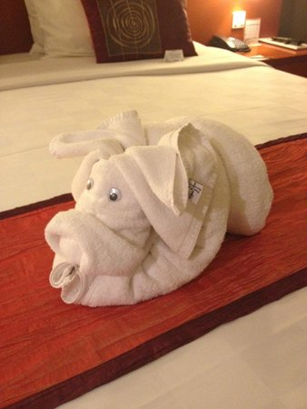 Bali Dynasty Resort Hotel: Towel pig!