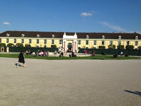 Hotel Royal : schonburg platz