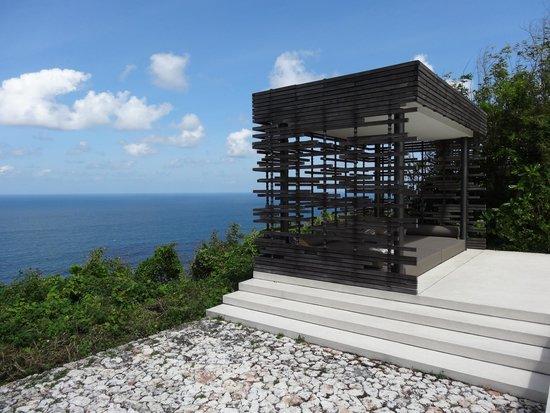 Alila Villas Uluwatu: Large relaxation area overlooking Indian ocean (cliff), backyard of 3 bedroom