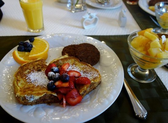 Dove Inn Bed and Breakfast: Yummy breakfast