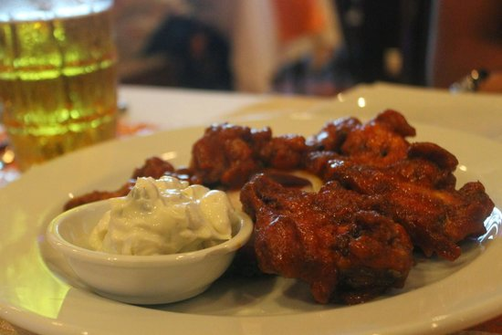 Aning Restaurant: Buffalo chicken wings with blue cheese