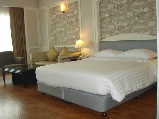 Centre Point Pratunam Hotel : bed