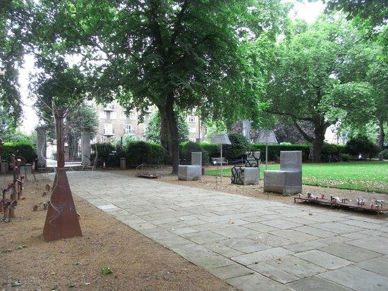 Geffrye Museum : 建物前のアプローチ