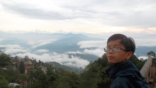 Peaceful Cottage & Cafe du Mont : Himalayas and the view