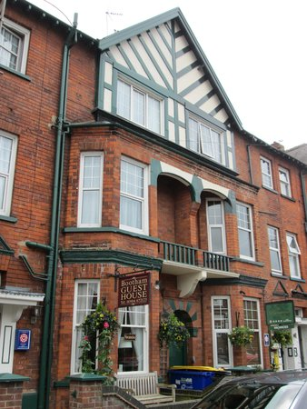 Facad of Bootham City Centre Guest House