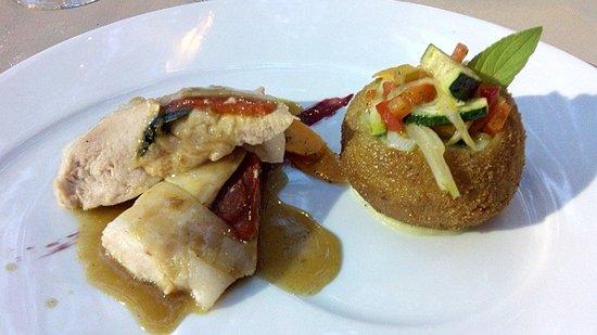 Auberge de la Treille : Plat poulet / légumes.