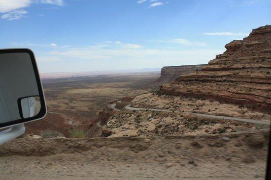 Moki Dugway: Driving downhill