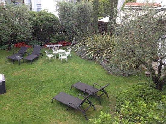 Hotel Piccola Vela: Back garden