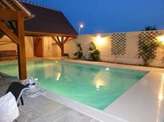 LES REMPARTS : swimming pool
