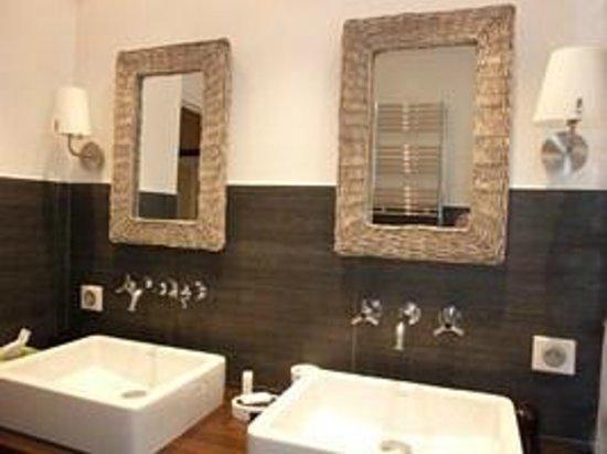 LES REMPARTS : Bertille bathrom