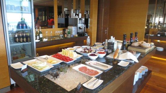 Renaissance Johor Bahru Hotel: Lounge bites