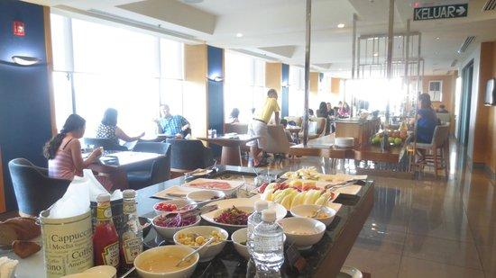 Renaissance Johor Bahru Hotel: Lounge interior