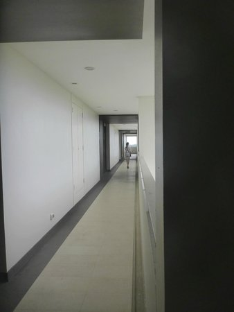 Cape Panwa Hotel: Corridor with a view
