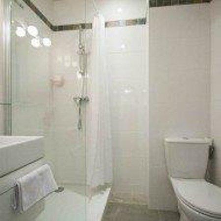Hotel Jules Cesar: salle bain privilège