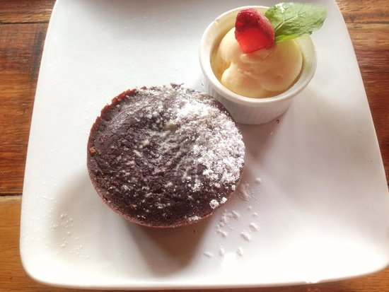 Party Play Lifestyle Cafe: Chocolate fondant. Try it !