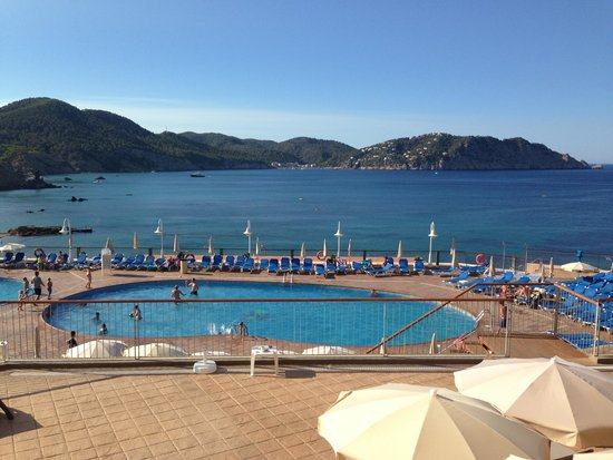Invisa Hotel Club Cala Verde : Panorama su piscina e baia