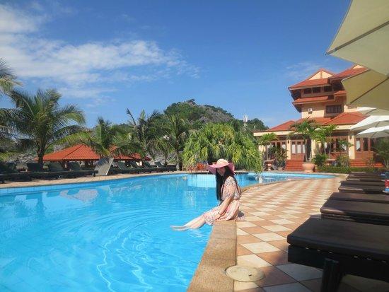 Catba Sunrise Resort : The Pool