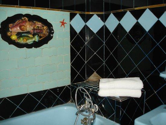 Hotel Peron : Стилизованая ванная