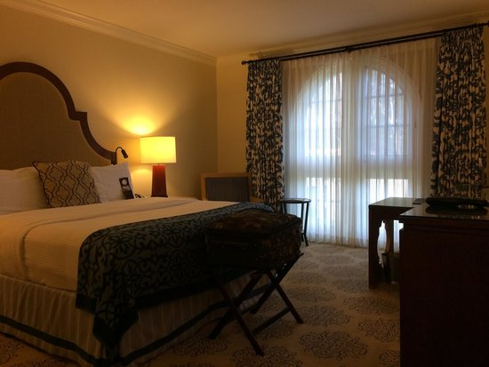Omni La Costa Resort & Spa: Main part of the room