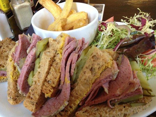 Village House Hotel: The Salt beef sandwich is amazing!
