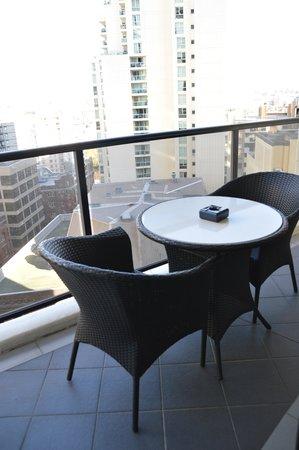 Meriton Suites Kent Street, Sydney: balcony