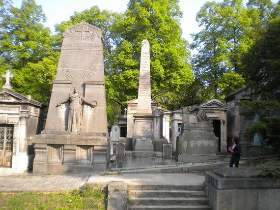 All e picture of pere lachaise cemetery cimetiere du - Cimetiere pere la chaise ...
