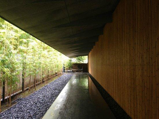 Nezu Museum: Entrance