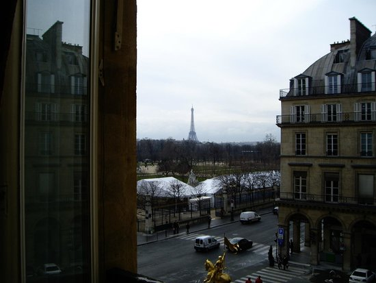 Regina Hotel : Вид из окна: сад Тюильри и Эйфелева башня