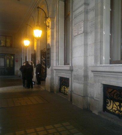 Hotel Regina Louvre: Парадный подъезд