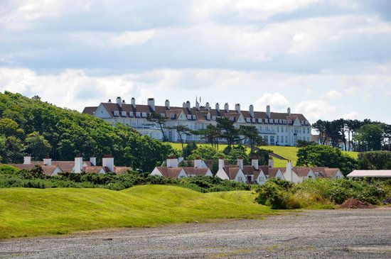 Trump Turnberry, A Luxury Collection Resort, Scotland: Turnberry Hotel from a distance