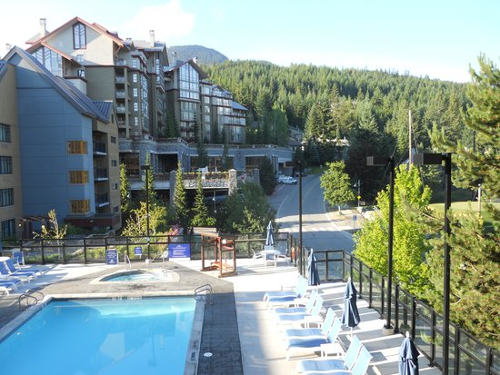 Hilton Whistler Resort & Spa: View of pool from the balcony
