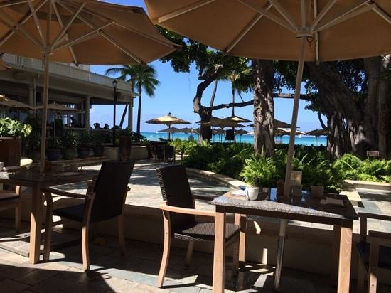 Moana Surfrider, A Westin Resort & Spa : infront of the beach bar