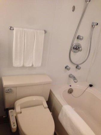 Courtyard Tokyo Ginza Hotel : bath
