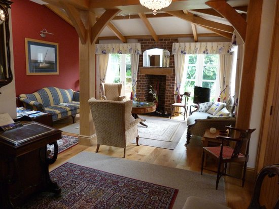 Mere Brook House: Relaxing lounge to share with few others