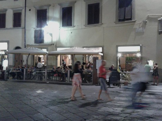 Osteria De' Peccatori : restaurant at piazza