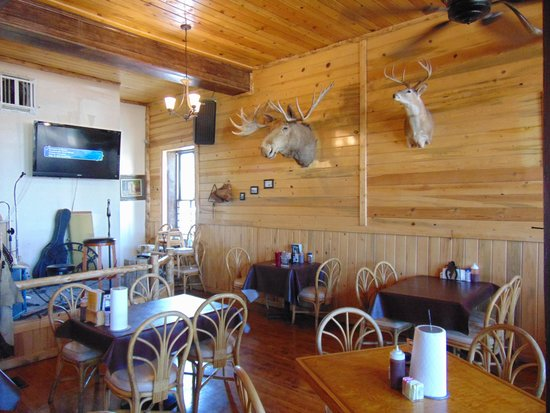 Cowboy's Smoke House: interior