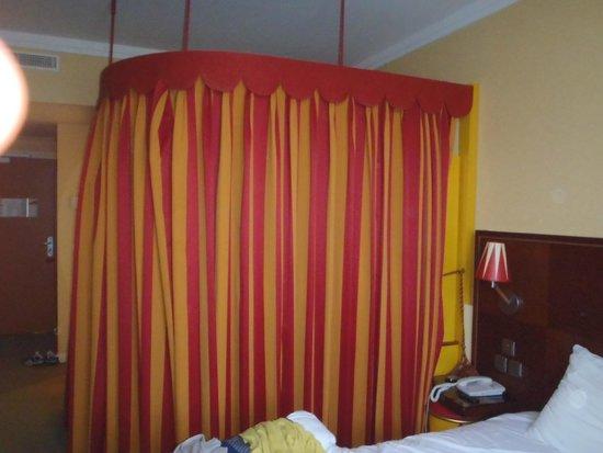 Vienna House Magic Circus Paris: Chambre
