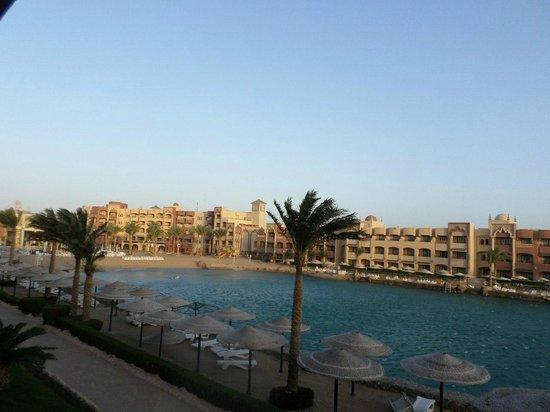 Sunny Days El Palacio Resort & Spa: Вид на лагуну