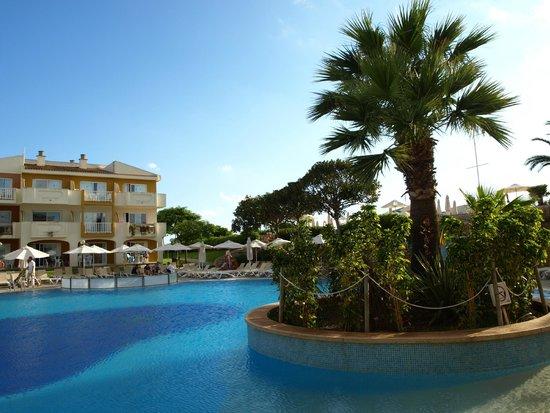 Blau Punta Reina Resort: Otra vista de una de las piscinas