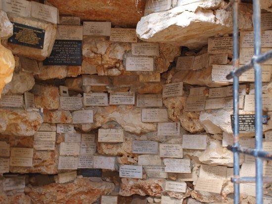 Memorial del Holocausto Yad Vashem: cave of memories