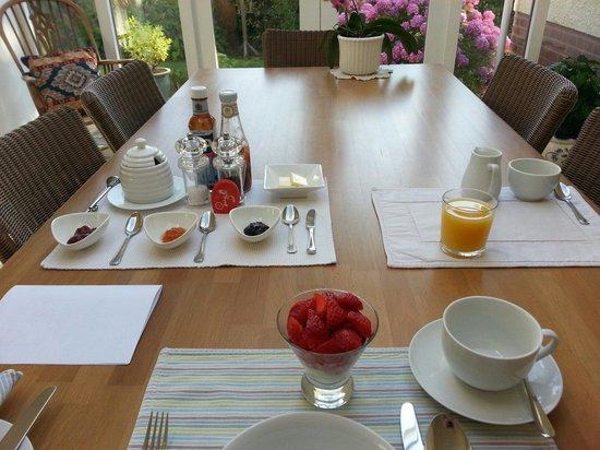 B&B Ashley Gables: Breakfast fit for a king