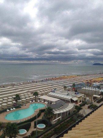 Hotel Ca' Bianca: вид с крыши, пляж