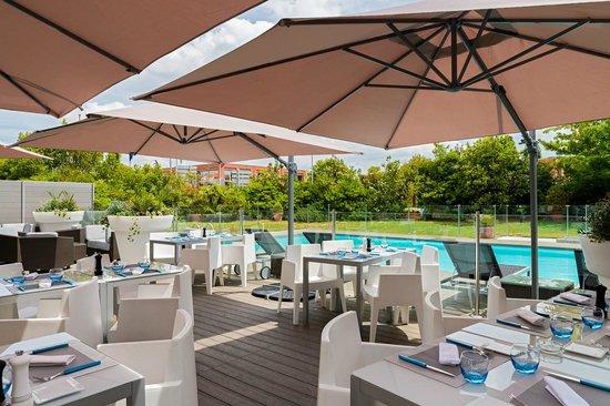 Holiday Inn Toulouse Airport : Découvrez la terrasse de notre restaurant Black Angus