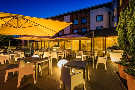 Holiday Inn Toulouse Airport : Terrasse Black Angus